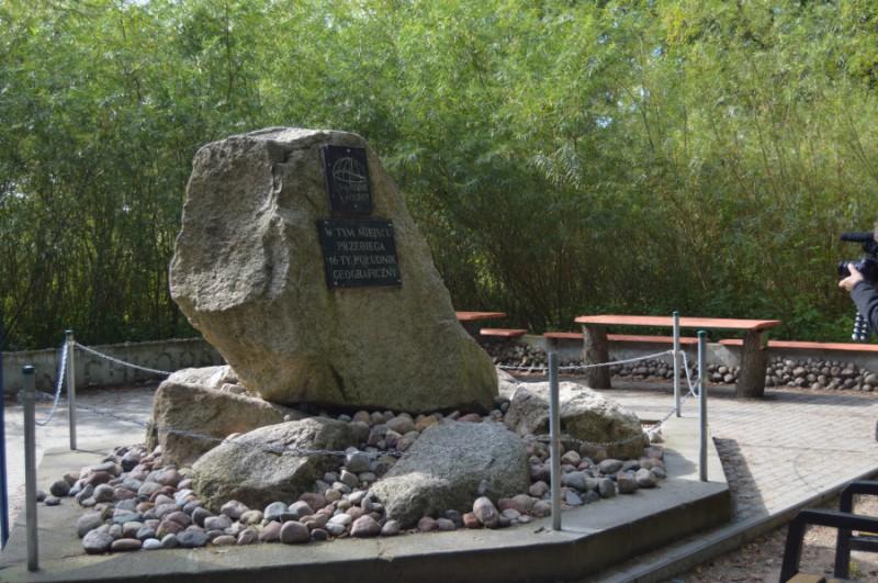 """Obelisk """"16 – Południka"""" w Chłopach"""